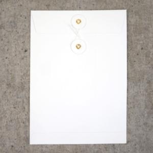 Umschlag C5 Weiß mit Kordelverschluss